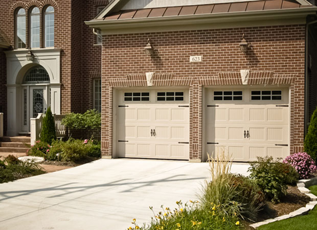 Choosing The Best Garage Door Paint Color For Your Home