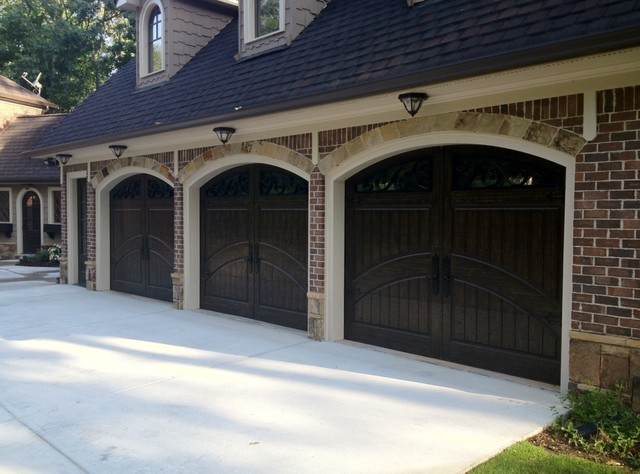 Choosing The Best Garage Door Paint Color For Your Home